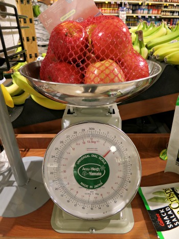How to Save Money at the Grocery Store – Weigh Your Bagged Produce