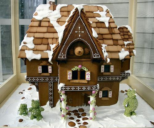Pictures Of Decorated Gingerbread Houses One Hundred