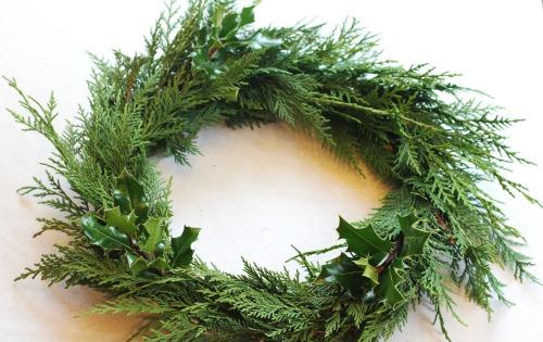 how to make a cedar wreath