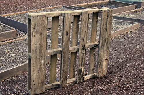 How to make your own flower box out of a wood pallet for What to make out of those old wood pallets