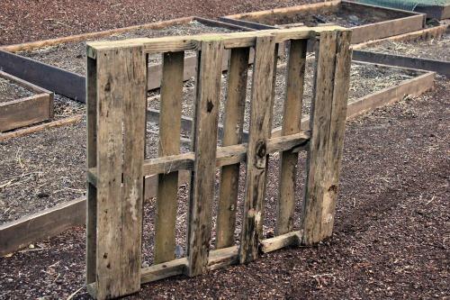 Pallet Gardening – DIY Flower Box