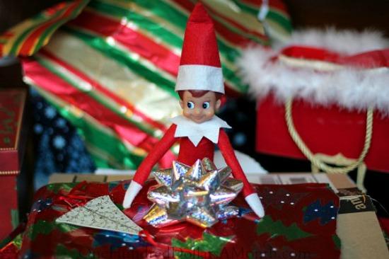 elf-on-the-shelf-christmas-present2