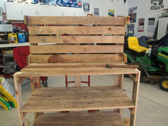 DIY wood pallet potting bench