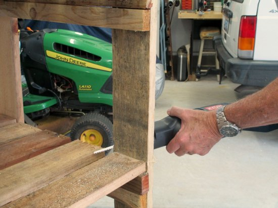 how to make a wood pallet potting bench