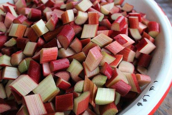 Strawberry Rhubarb Crumb Pie