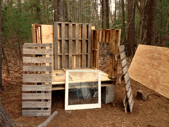 Heather 39 s chicken coop made from recycled wood pallets Chicken coop from pallet wood