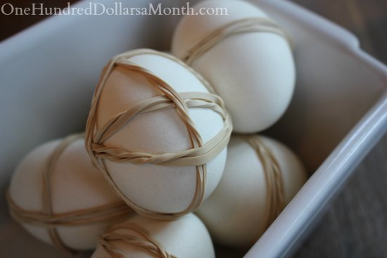 Kids Easter Crafts – Dying Eggs with Rubber Bands