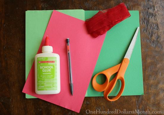 Easy Christmas Crafts for Kids – Handprint Christmas Wreath