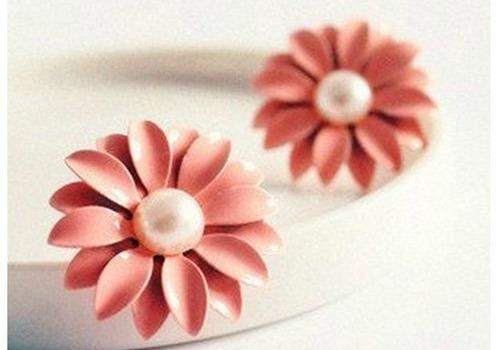 pink daisy earrings