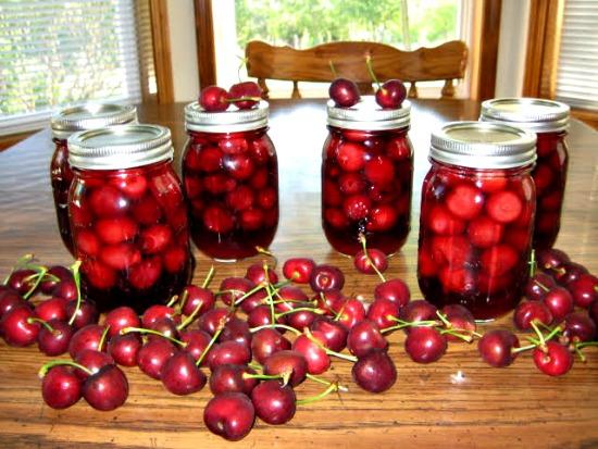 Canning 101 – Amaretto Cherries