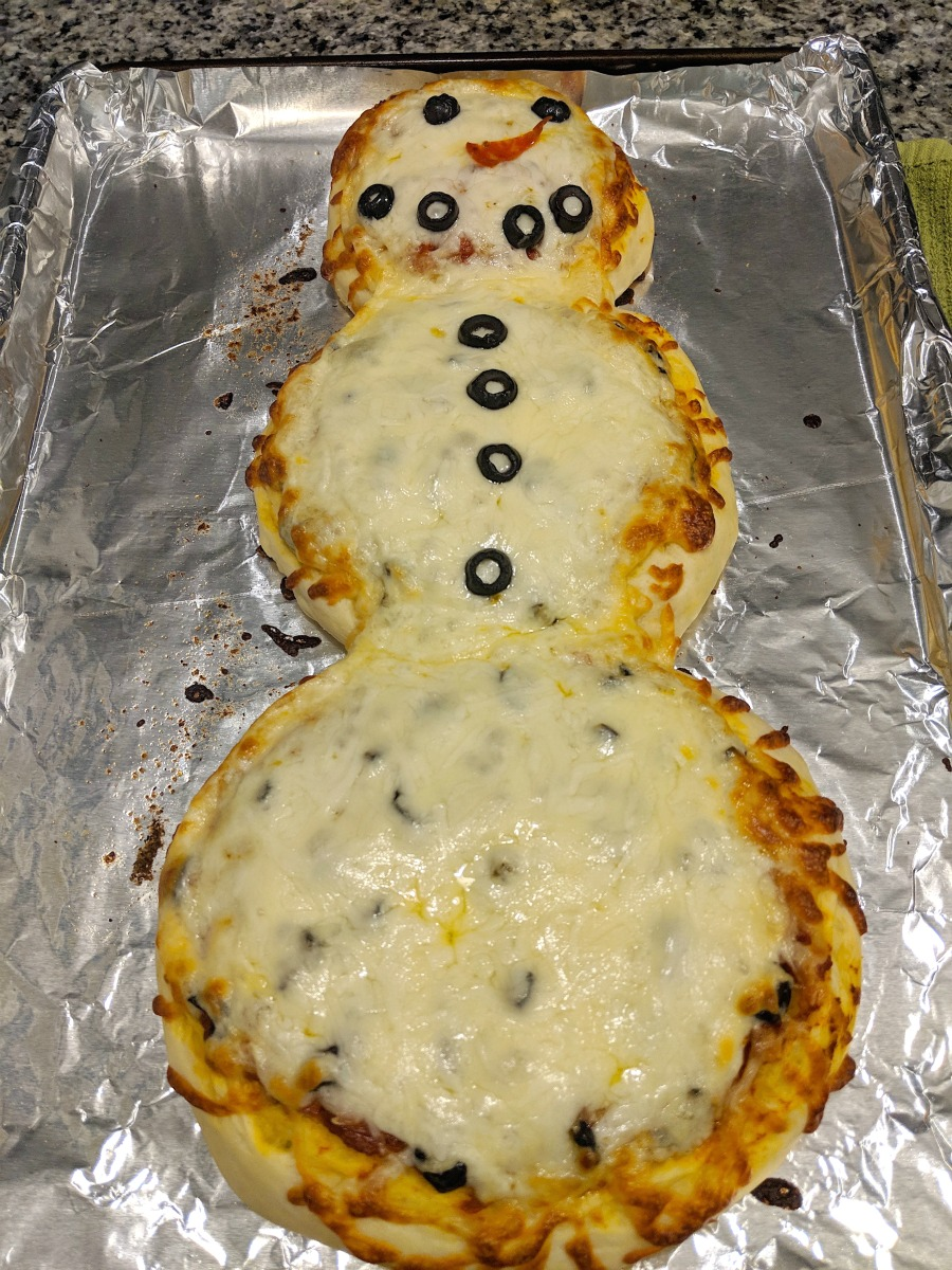 How to Make a Snowman Pizza